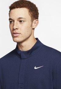 Nike Golf - NIKE DRI-FIT VICTORY HERREN-GOLFOBERTEIL MIT HALBREISSVERSCHLUSS - Funkční triko - dark blue - 3