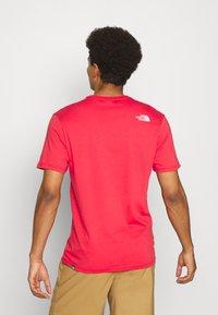 The North Face - RUST TEE  - Camiseta estampada - rococco red - 2