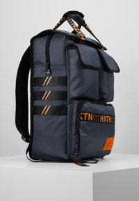 HXTN Supply - UTILITY TRAVELLER - Rucksack - charcoal - 3