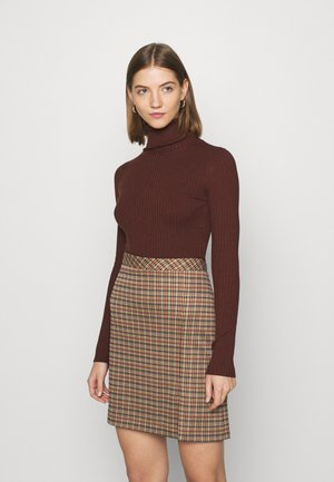 BASIC- RIBBED TURTLE NECK - Pullover - dark brown