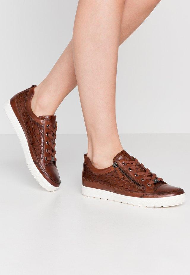 Zapatillas - cognac