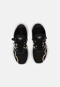 adidas Originals - SWIFT RUN X J UNISEX - Zapatillas - core black/grey one/hazy green - 3