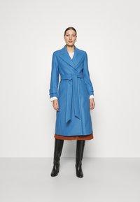 IVY & OAK - BELTED COAT - Zimní kabát - allure blue - 0