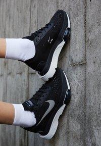 Nike Sportswear - ZOOM TYPE - Sneakers laag - black/summit white - 2