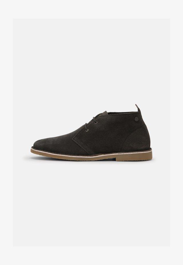 JFWBRAVO - Sznurowane obuwie sportowe - pirate black