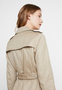 Guess - JANIS TRENCH - Trenchcoat - forest khaki - 4