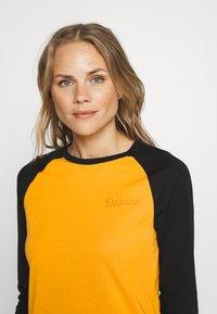 Dakine - WOMEN'S RAGLAN TECH - Funktionsshirt - golden glow - 3
