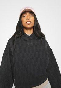 Nike Sportswear - HOODIE - Sweatshirt - black/smoke grey - 3