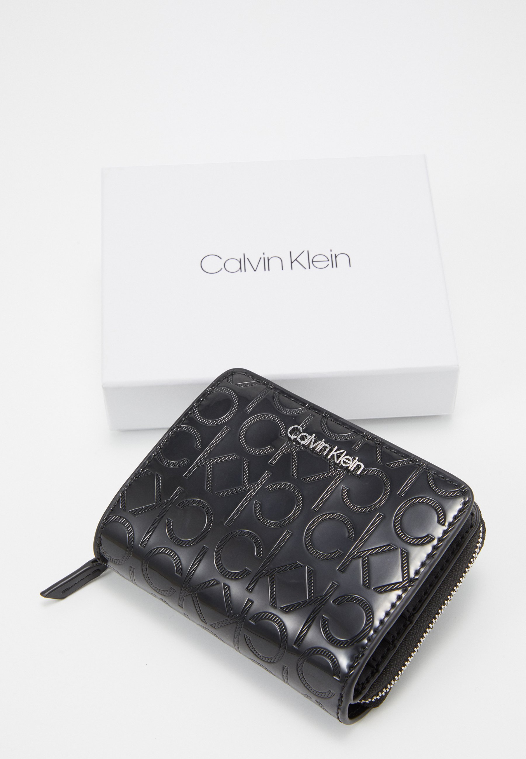 Inexpensive Popular And Cheap Accessories Calvin Klein MUST ZIP FLAP Wallet black i841OB8Lv 7fzlGYq9D