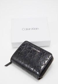 Calvin Klein - MUST ZIP FLAP - Peněženka - black - 6