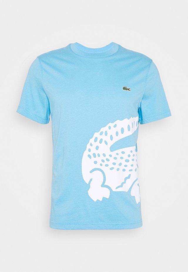 TH5139 - T-shirt imprimé - light blue