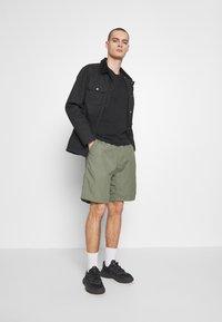 Carhartt WIP - CLOVER LANE - Shorts - dollar green rinsed - 1
