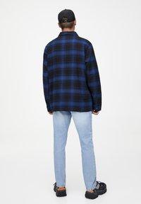 PULL&BEAR - MIT REISSVERSCHLUSS  - Koszula - blue - 2