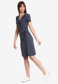 Vive Maria - Shift dress - blau allover - 1