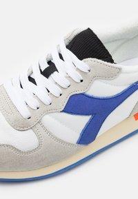 Diadora - ICONA UNISEX - Zapatillas - white/amparo blue/orangeade - 5