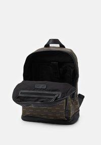 Valentino Bags - LIUTO BACKPACK - Sac à dos - brown - 2