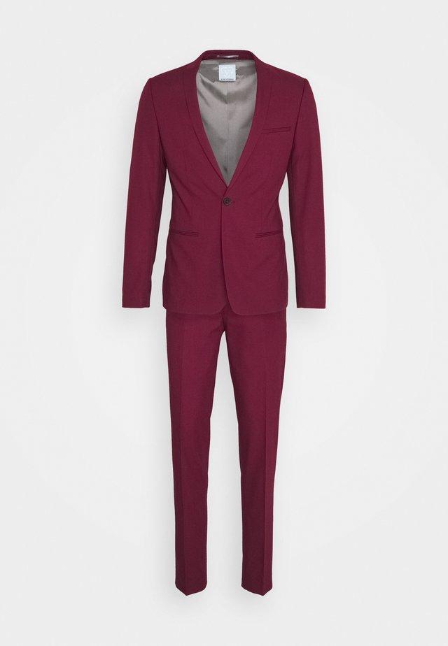 GOTHENBURG SUIT - Kostym - ruby