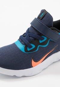 Nike Sportswear - EXPLORE STRADA - Sneakers laag - midnight navy/lemon/black/anthracite - 2