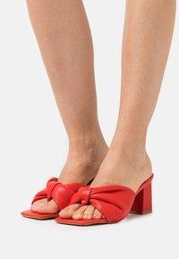 RAID Wide Fit - WIDE FIT KYOTO - Sandály s odděleným palcem - red - 0