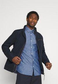 Selected Homme - SLHREGNEW SHIRT - Skjorta - medium blue denim - 3