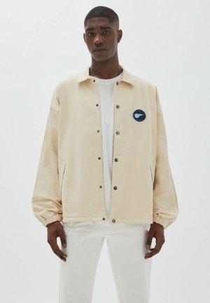 MIT STICKEREI VORNE - Summer jacket - off-white