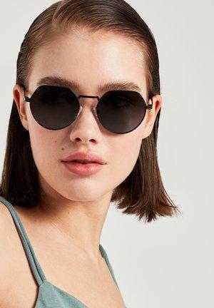 AURA - Sluneční brýle - black