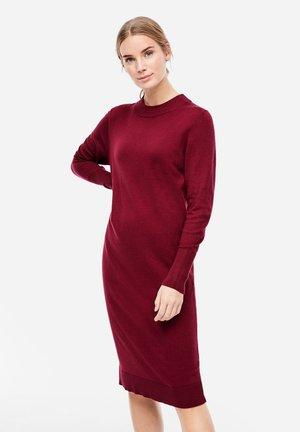 MIT GERIPPTEM - Jumper dress - burgundy