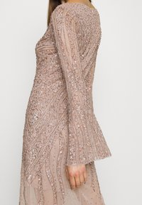 Maya Deluxe - EMBELLISHED V NECK MAXI DRESS - Ballkjole - taupe blush - 4