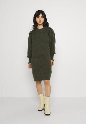 SLFLINNA MIA O NECK DRESS - Gebreide jurk - kalamata