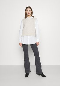 Topshop - JAMIE FLARE - Flared Jeans - washed black - 1