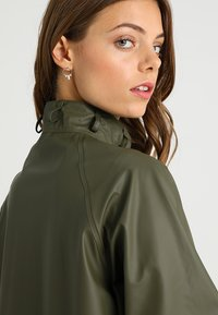 Ilse Jacobsen - TRUE RAINCOAT - Parka - army - 5