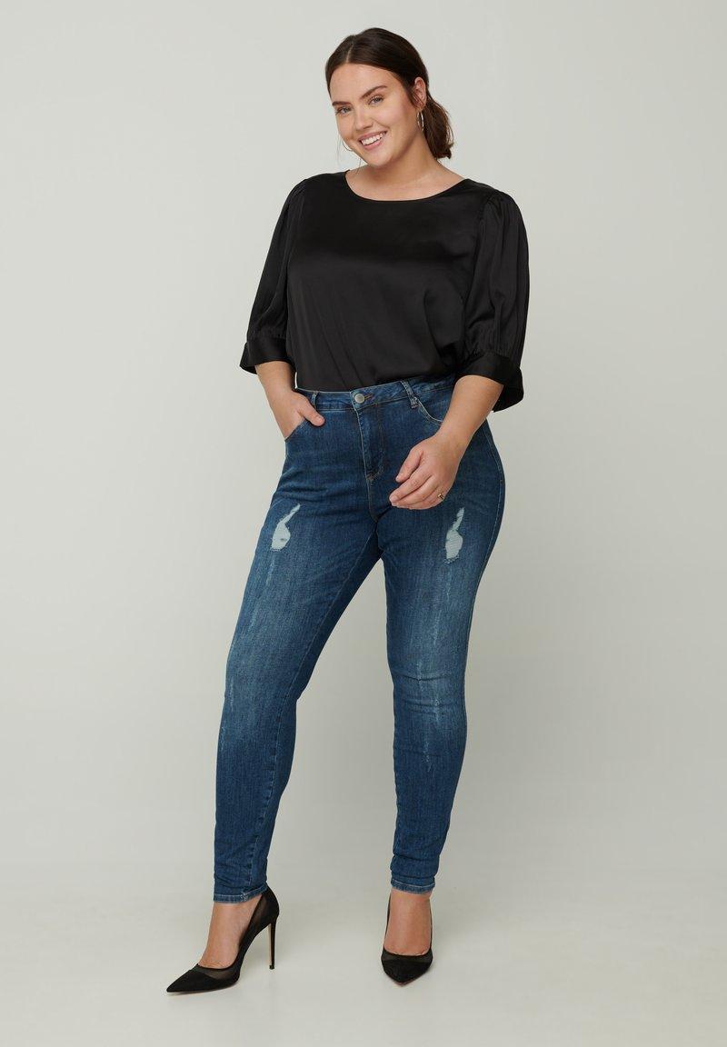 Zizzi - MIT SCHLITZDETAILS - Slim fit jeans - blue