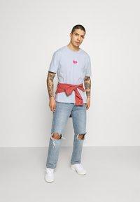 adidas Originals - TEE UNISEX - Print T-shirt - blue - 1