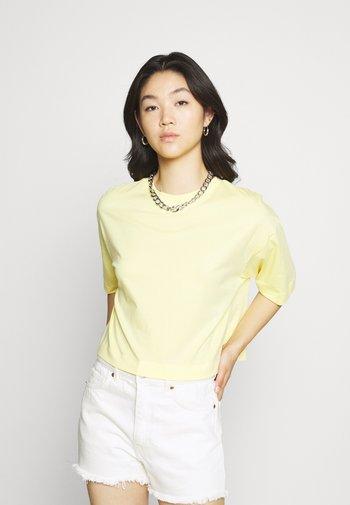 SILA - Basic T-shirt - sunshine gelb