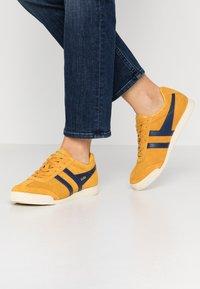 Gola - HARRIER - Sneakers basse - sun/navy - 0