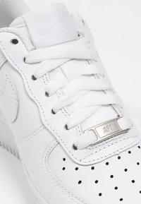 Nike Sportswear - AIR FORCE 1 - Sneakersy niskie - white - 5