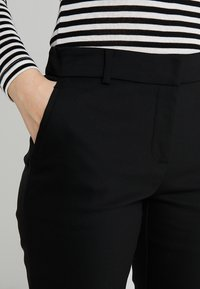 Forever New Petite - MINDY PANT - Trousers - black - 4