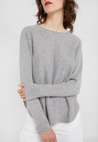 Davida Cashmere - CURVED - Jumper - light grey - 5