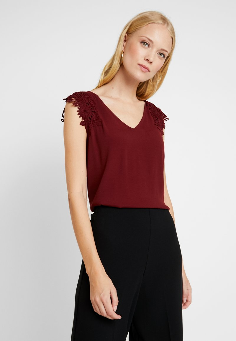s.Oliver BLACK LABEL - Blouse - bordeaux