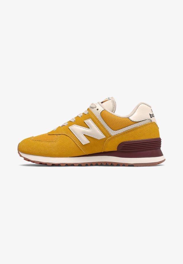 Sneakers - varsity gold