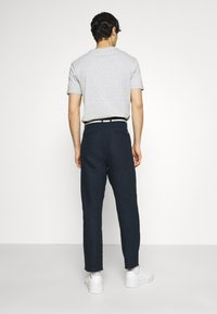 TOM TAILOR DENIM - RELAXED MIX - Chinos - sky captain blue - 2