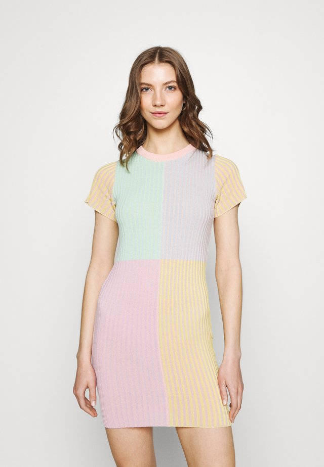 SWITCH DRESS - Sukienka etui - multi stripe