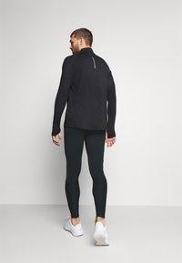 Nike Performance - SWIFT - Leggings - black - 2