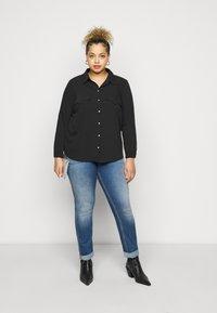 Vero Moda Curve - VMLOLENA CURVE - Košile - black - 1