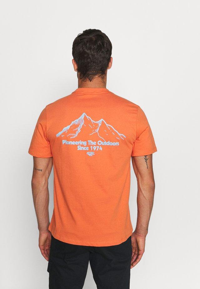 LUIZ - T-shirt imprimé - arabesque