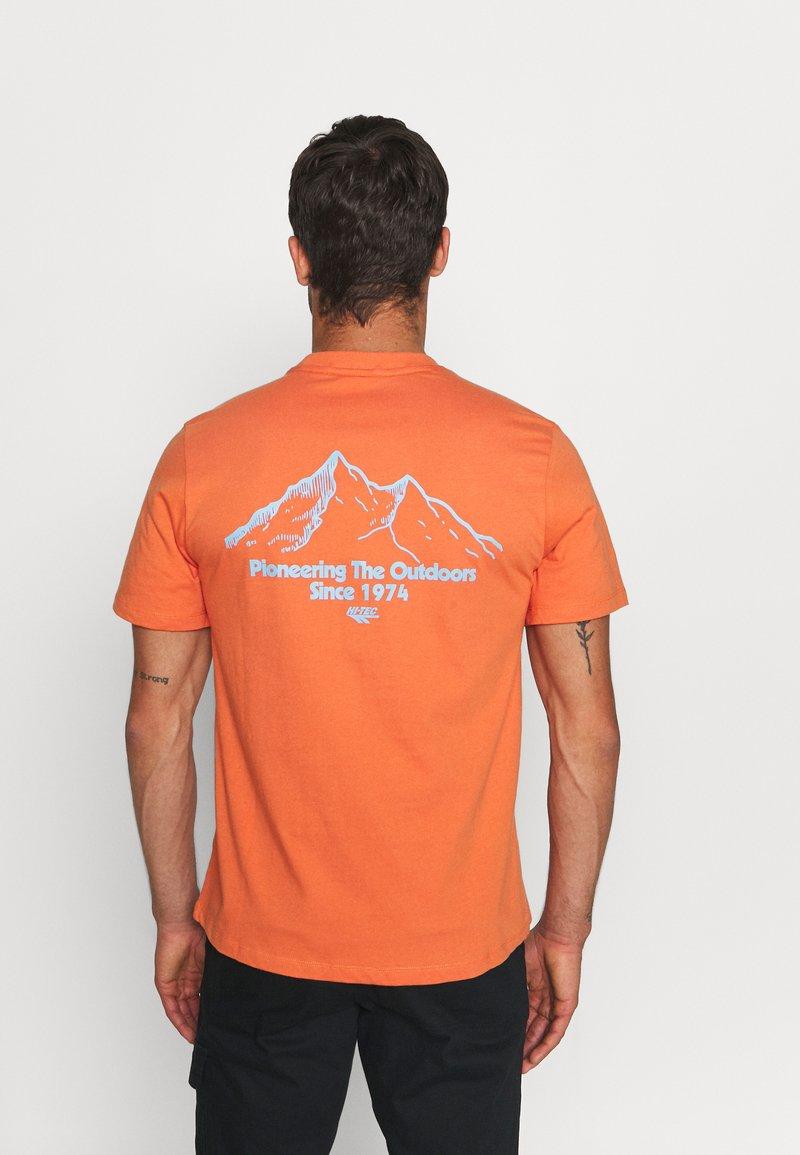 Hi-Tec - LUIZ - Print T-shirt - arabesque