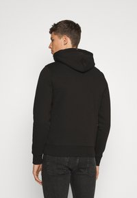 Tommy Hilfiger - STACKED FLAG HOODY - Mikina - black - 2