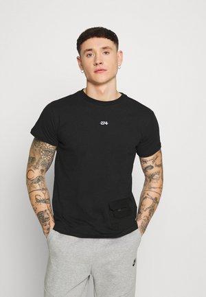 UTILITY  TEE - Print T-shirt - black