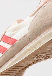 adidas Originals - SL 72  - Tenisky - cream white/solar red - 8
