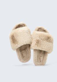 OYSHO - Pantofle - beige - 4